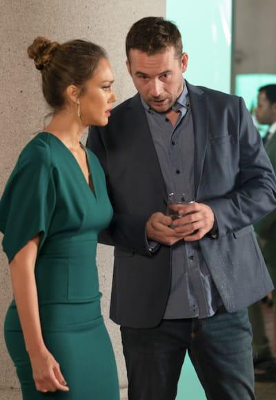 McKenna and Dante - LA's Finest Season 1 Episode 3