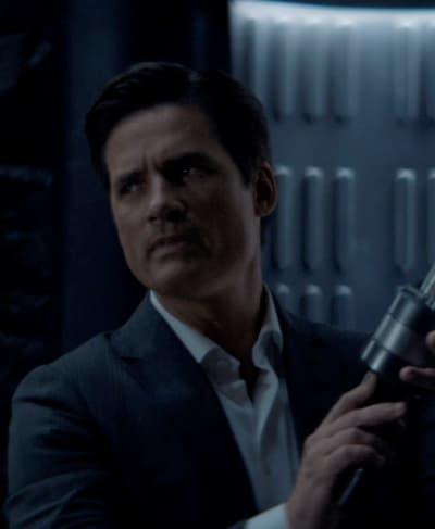 Armed and Deceptive - Batwoman Season 2 Episode 1
