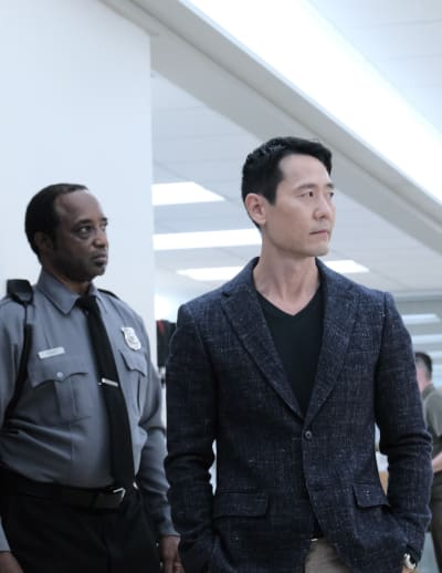 Fall of Logan Kim - Tall  - The Resident Season 4 Episode 2