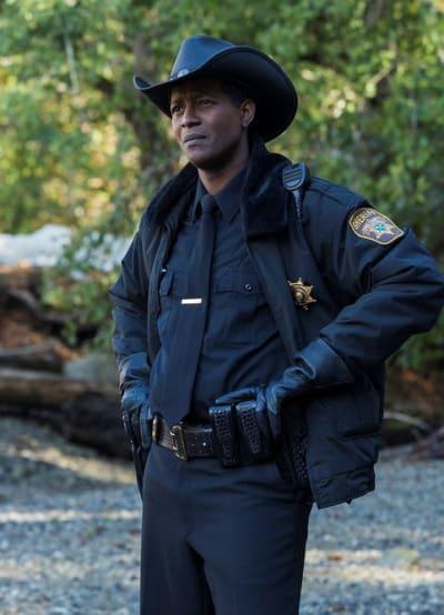 Sheriff Mike on the Scene - Resident Alien Season 1 Episode 1
