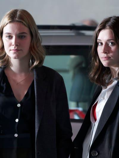 Ashley Has Grace's Back - Nurses Season 1 Episode 7