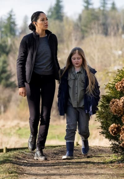 Finola and Caroline - Debris Season 1 Episode 7