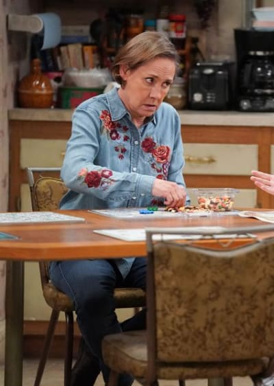 Jackie Offers Advice - The Conners Season 3 Episode 18