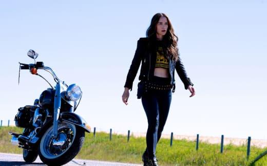 Wynonna motorcycle - Wynonna Earp Season 4 Episode 12