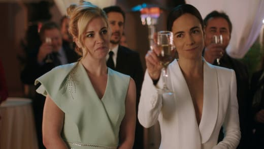 All Dressed Up - Queen of the South Season 5 Episode 7