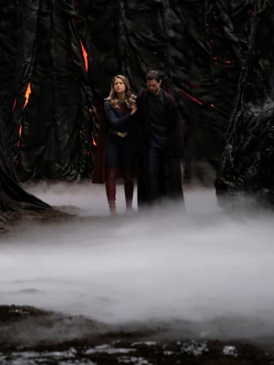 Escape - Supergirl Season 6 Episode 7