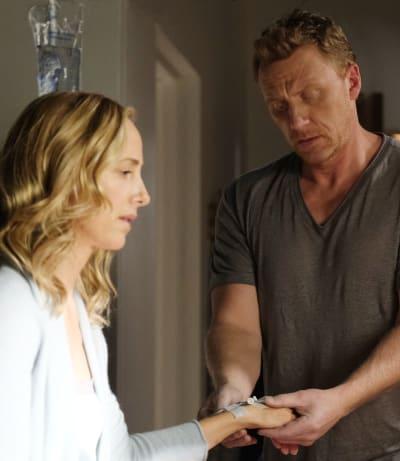 Taking Care of Teddy-tall - Grey's Anatomy Season 17 Episode 9