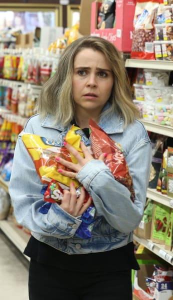 Hand Full of Snacks - Good Girls Season 4 Episode 12