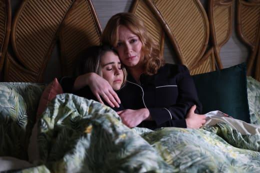 Sisterly Hug - Good Girls Season 4 Episode 12